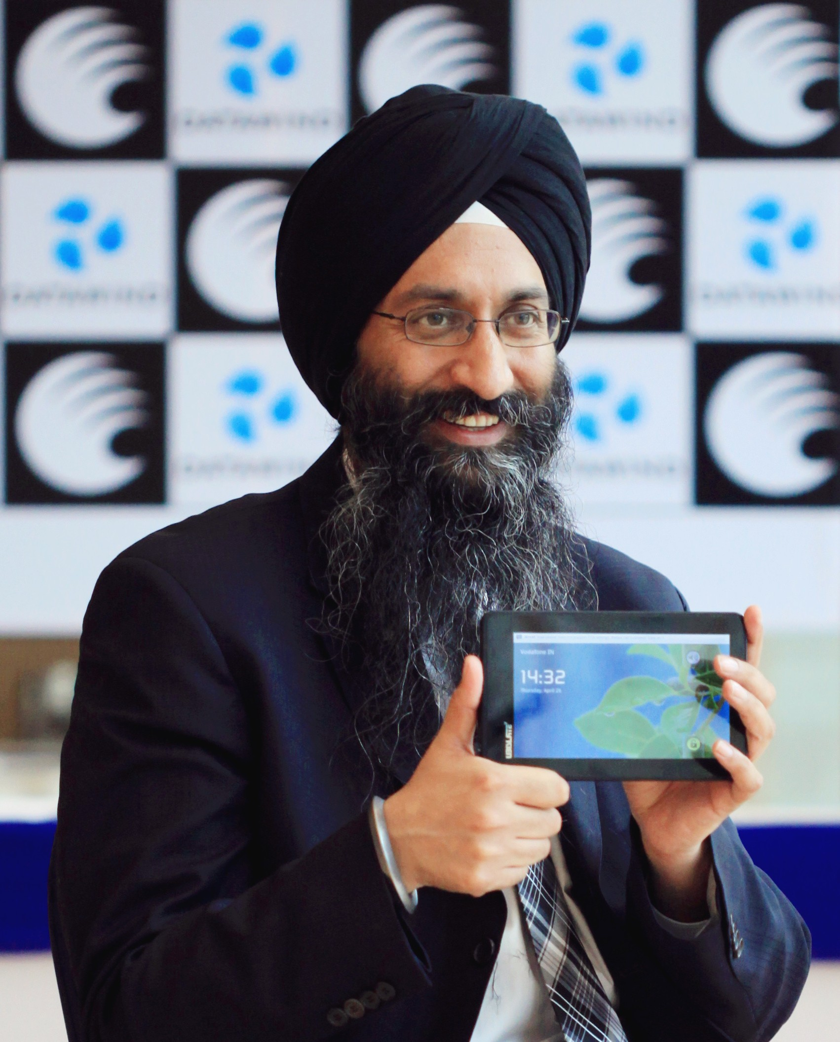 DataWind Named to MIT Technology Review's2014 50 Smartest Companies List Recognizing World's Most Innovative Companies