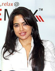 Aircel launches live 'Celebrity Chat' with Sameera Reddy